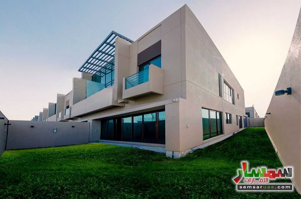 Ad Photo: Villa 4 bedrooms 6 baths 3320 sqft without finish in UAE
