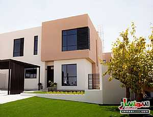 Ad Photo: Villa 2 bedrooms 2 baths 1500 sqft extra super lux in Al Suyoh  Sharjah