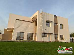 Ad Photo: Villa 5 bedrooms 5 baths 10000 sqft extra super lux in Al Suyoh  Sharjah
