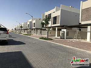 Ad Photo: Villa 4 bedrooms 4 baths 2500 sqft super lux in Dubai Land  Dubai