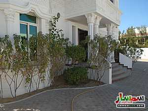 Ad Photo: Villa 5 bedrooms 4 baths 2000 sqft extra super lux in Al Garhoud  Dubai